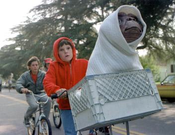 Dans un linceul blanc, E.T incarne la pureté absolue