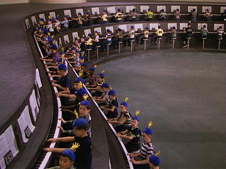 Les fameux 5000 doigts. Hé! ce sont des enfants! Que je vous y prenne à imaginer des choses!