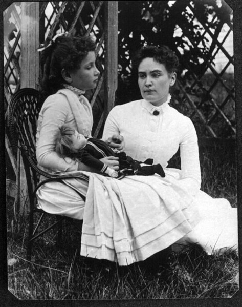 Hellen et Annie en 1888- Photo du domaine public Source : Wikipédia