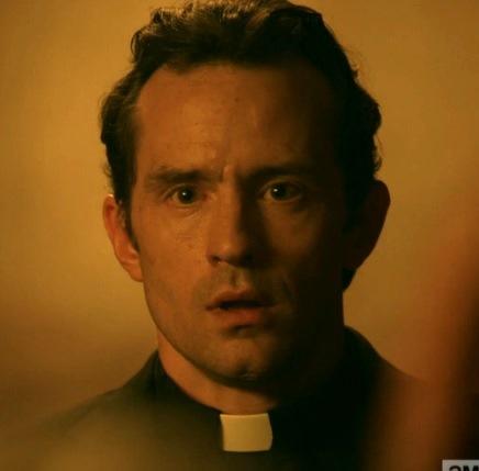 precaher_13 John Custer : l'homme intègre et bon qui a forgé Jesse devient à l'écran un bigot obtus et violent...