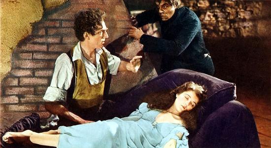 Ambiance de torture malsaine mais décors très chouettes pour cette première adaptation d'Edgar Poe (image colorisée). © Universal Pictures Source: https://commons.wikimedia.org/wiki/File:Murders-in-the-rue-morgue002.png