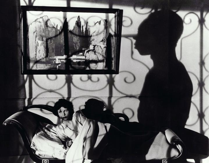 Vaudou: L'art de l'ombre portée. A noter une réplique du célèbre tableau d'Arnold Böcklin: L'Île des Morts…