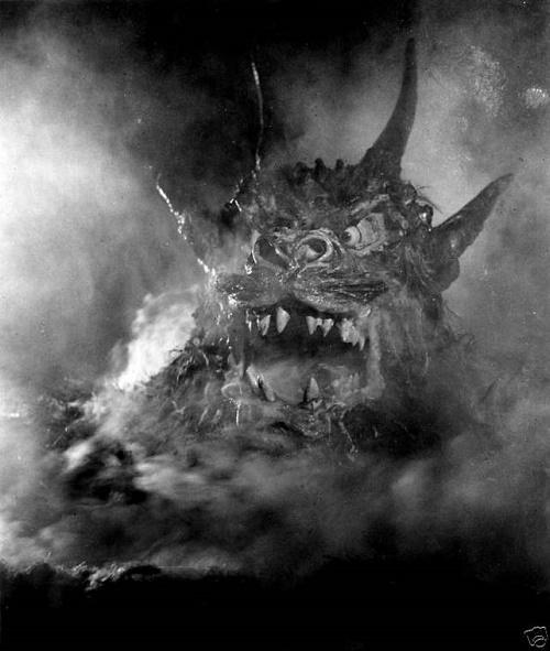 Un monstre ajouté au montage par un producteur qui aurait mieux fait de lire Le Horla…