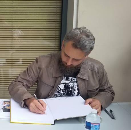Encreur pour Marvel et Dc, Julien Hugonnard Bert assure le service après vente à Central Comics (Photo de Sonia Smith).