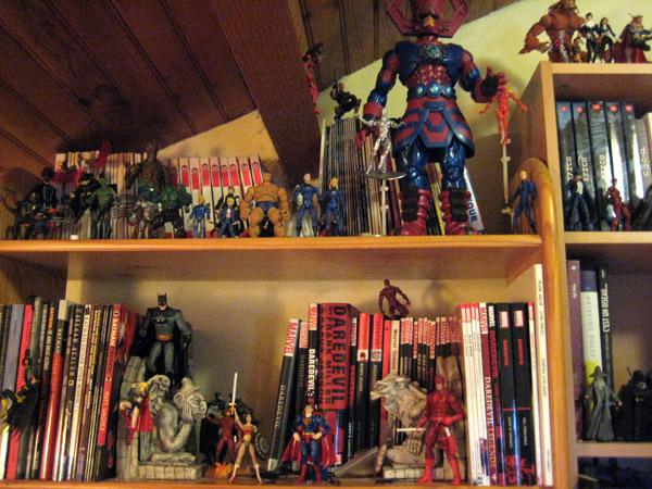 Batman et Daredevil ont droit à leur figs plus grandes et Galactus domine tout le monde