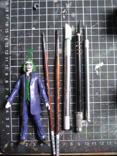 Des pinceaux pour se maquiller et des lames tranchantes: l'atelier de FR est un paradis pour le Joker!