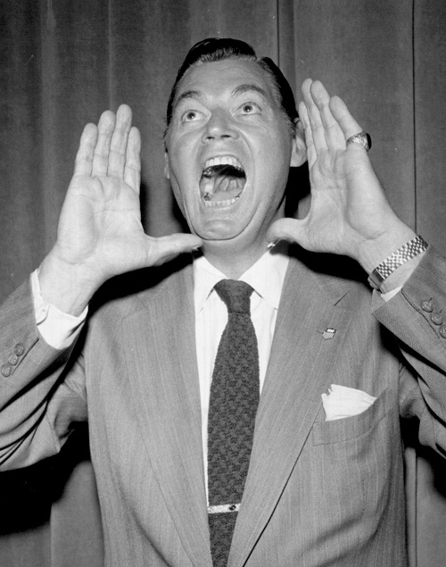 Johnny ça va faire mal ce soir !  © MGM.  Source : Wikipedia https://fr.m.wikipedia.org/wiki/Fichier:Johnny_Weissmuller_Tarzan_yell.jpg