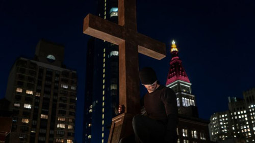 Au final, ni crucifixion, ni «Born Again»… (c) Netflix  – source Comic Basics http://comicbasics.com/daredevil-season-3-cross/
