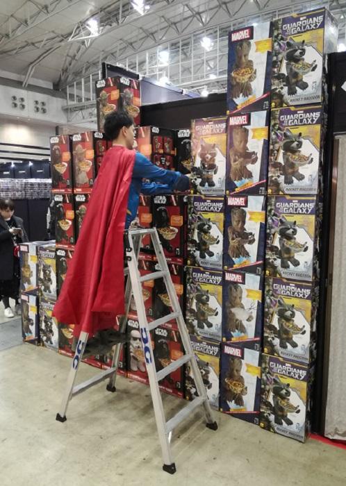 Sale temps pour les super-héros : les emplois précaires font des ravages !