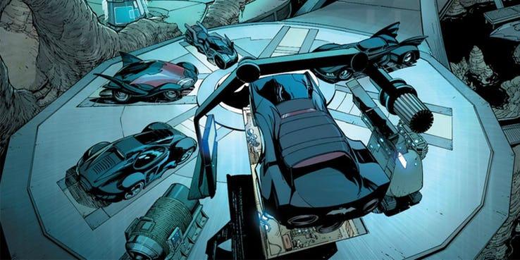 La collection de bagnoles bien m'a-tu-vu, quand même. Ce qui le sauve, c'est qu'il n'y a pas une seule Audi. © DC Comics
