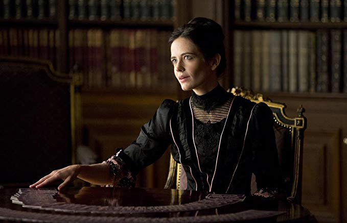 Décors, costumes, interprète sublime : pas besoin de tirer les tarots : dès les premières scènes, on sait que PENNY DREADFUL sera du spectacle haut de gamme.  ©Syfy / Netflix Source : Amazon  https://www.amazon.fr/Penny-Dreadful-Saison-1-Blu-ray/dp/B00Q63KNVQ/ref=sr_1_9?s=dvd&ie=UTF8&qid=1549140802&sr=1-9&keywords=penny+dreadful