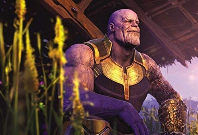 Thanos un hippie dans l'âme.  Source : Superpouvoir https://www.superpouvoir.com/avengers-endgame-thanos-en-couverture-du-artbook-des-22-films-du-mcu/  © Marvel Studio / Walt Disney Company