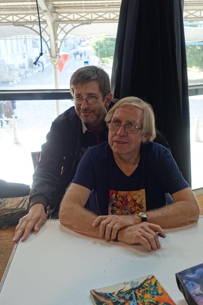 Roy Thomas et un David Brehon, sur son épaule perché et dans une position équivoque...  ©Patrick 6