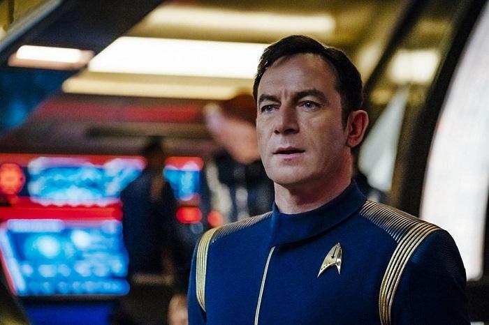 Ni la diplomatie de Picard, ni le courage de Kirk, le chemin le plus court pour Capitaine Lorca c'est un poing dans ta tronche!  ©CBS
