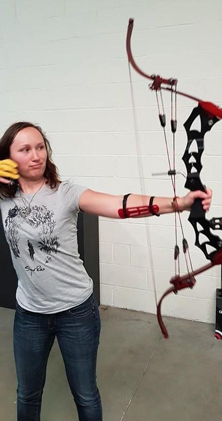 Alienor avec son arc customisé !