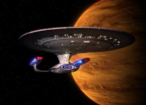 Est-ce un oiseau ? Est-ce une fusée ? Non c'est Star Trek the Next Generation !  © CBS